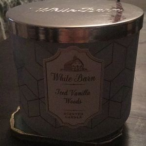 Bath and body works Iced Vanilla Woods Candle